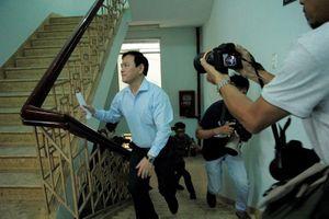 Video, hình ảnh ông Nguyễn Hữu Linh đến tòa án