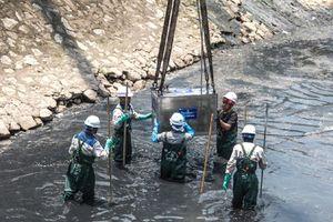 Đá núi lửa góp phần làm sạch sông Tô Lịch
