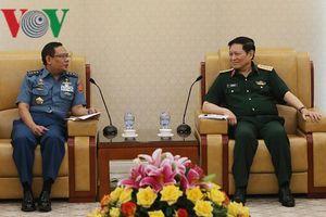 Bộ trưởng Ngô Xuân Lịch tiếp Tổng Thư ký Bộ Quốc phòng Indonesia