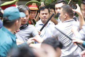 Cục phó C45: Vì vụ sàm sỡ bé gái 8 tuổi mà con ông Linh 'đang đi học phải tạm nghỉ ở nhà'