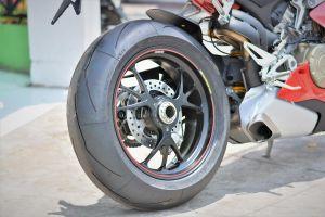 Gắp đơn trên môtô có ưu nhược điểm gì so với gắp đôi?
