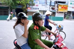 Cảnh sát hú còi xe chuyên dụng hộ tống thí sinh: Khi đến nơi nữ sinh vẫn còn ngủ