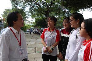 Bộ trưởng GD&ĐT Phùng Xuân Nhạ kiểm tra kỳ thi THPT quốc gia ở Long An