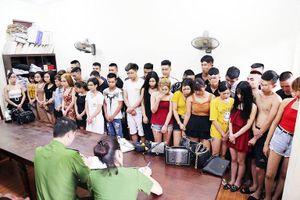 18 'kiều nữ' bay lắc với bạn trai trong quán karaoke ở Vĩnh Phúc