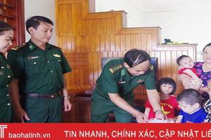 BĐBP Hà Tĩnh trao quà động viên con cán bộ, chiến sỹ mắc bệnh hiểm nghèo