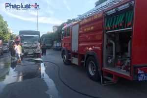 Lực lượng cảnh sát không chế kịp thời xe ôtô bốc cháy trên QL1A