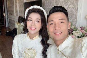 Bùi Tiến Dũng 'nhập vai' Tuấn Hưng hát cực chất tặng bạn gái trong lễ đính hôn
