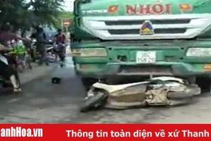 Xe ô tô tải tông xe máy, 2 người tử vong, 2 người bị thương