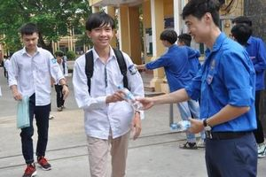 Đồng hành với 2.000 thí sinh huyện Mê Linh