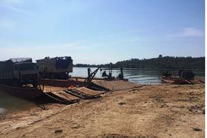Kon Tum: Phà chở ô tô gỗ bị lật trên sông Sê San, một người tử vong