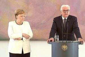 Thủ tướng Đức Merkel lại run lẩy bẩy giữa sự kiện công khai