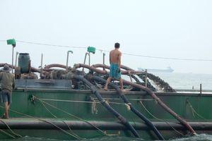 Bắt 7 tàu khai thác trái phép hàng ngàn tấn cát ở Cần Giờ