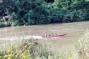 Lật xuồng trên sông, người đàn ông mất tích khi cứu vợ con