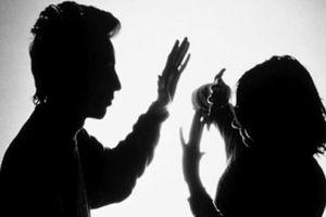 Lỡ tay like bài đăng của 'giai' lạ, cô gái khóc thét vì bị bạn trai ra tay đáng sợ