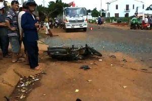 Xe tải tông xe máy khiến 2 người tử vong tại chỗ