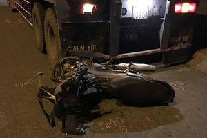 Tông thẳng vào đuôi xe container đỗ bên đường, nam thanh niên chết thảm