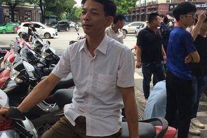 Trưởng thôn U50 thành 'hot man' giữa những hình ảnh ấn tượng của Kỳ thi tốt nghiệp THPT Quốc gia