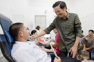 Nghệ sĩ Trung Anh xúc động khi gặp gia đình hơn 100 lần hiến máu