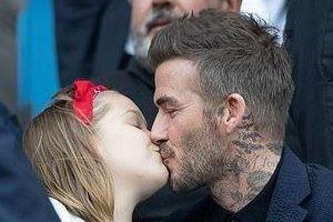 David Beckham tiếp tục hôn môi con gái 8 tuổi khi đi xem bóng