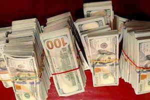 Tìm chủ nhân số tiền 470.000 USD bỏ lại tại khu vực giáp biên giới Campuchia
