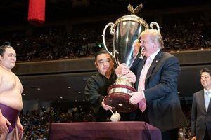 Ông Trump 73 tuổi vẫn muốn đấu vật với sumo