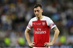 Arsenal bất lực với 'ông kễnh' Ozil