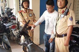 CSGT truy đuổi bắt trộm xe máy lúc rạng sáng