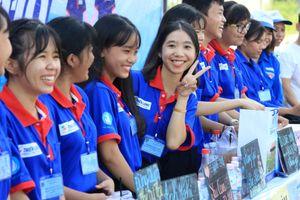Đọng mãi những hình ảnh đẹp về tình nguyện tiếp sức mùa thi