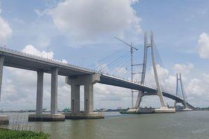 Yêu cầu nhà thầu Hàn Quốc sửa chữa vị trí rạn nứt đường dẫn lên cầu Vàm Cống