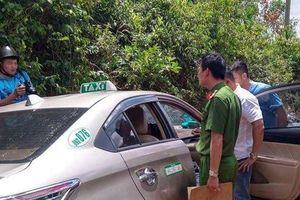 Bắt thanh niên kề dao vào cổ tài xế taxi để cướp tài sản