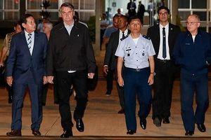 Tổng thống Brazil 'muối mặt' vì chất bột trắng trên máy bay hộ tống
