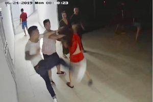9 thanh niên tìm đến nhà đánh đập một cô gái