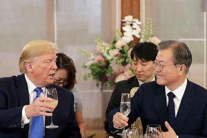 Hàn Quốc lấy lòng TT Trump bằng bít tết bò Mỹ và golf thủ nữ