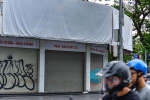 Nhật Cường Mobile phủ bạt che biển hiệu sau một tháng ông chủ bỏ trốn