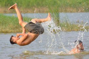 Vì sao trẻ em đuối nước nhiều vào mùa hè?