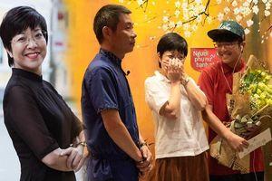 MC Thảo Vân bật khóc trước món quà bố mẹ Công Lý tặng trong ngày Gia đình