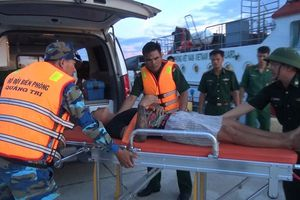 Kịp thời cấp cứu thuyền viên nguy kịch trên biển