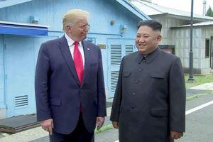 Ông Trump trở thành tổng thống Mỹ đầu tiên đặt chân lên đất Triều Tiên