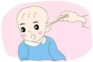 Những cách chăm sóc tưởng tốt, ai cũng làm nhưng thực chất gây hại cho thính giác của trẻ vô cùng