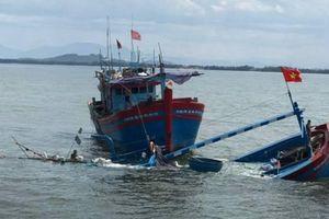 Quảng Ngãi: Tàu cá bị chìm trên đường ra khơi