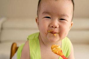 Chuyên gia tiết lộ 3 loại thực phẩm mà mẹ chưa cần bổ sung luôn cho trẻ dưới 1 tuổi