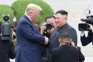 Hình ảnh cuộc gặp lịch sử Donald Trump – Kim Jong Un tại Khu phi quân sự Hàn – Triều