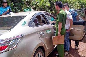 Bắt đối tượng kề dao vào cổ tài xế taxi cướp tài sản