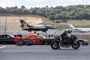 Cuộc đua thú vị giữa siêu xe, xe phân khối lớn, xe đua F1 và máy bay