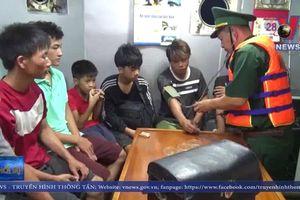 Cứu sống 8 người trên tàu cá gặp nạn tại Quảng Bình