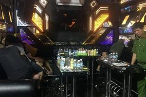 32 thanh niên chơi ma túy trong phòng VIP quán karaoke