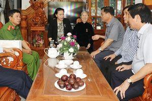 Chủ tịch QH Nguyễn Thị Kim Ngân thăm gia đình chính sách tiêu biểu tại Phú Yên