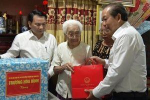 Phó Thủ tướng Trương Hòa Bình thăm, tặng quà các gia đình chính sách tại Quảng Bình