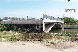 'Cầu xây xong đã lâu...'