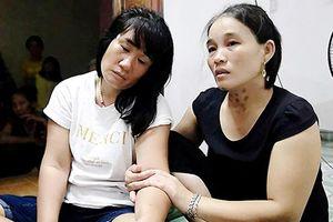 Vụ tàu cá gặp nạn, 9 người mất tích: Mong một phép mầu